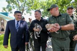 В трех городах Одесской области Аваков начинает формировать патрульную полицию и фотографируется с котятами