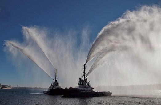 Администрация морских портов Украины хочет потратить 5 миллиардов на ледокол, буксиры и землечерпалки