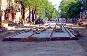 Реконструкция улицы Преображенской в Одессе: продолжается укладка бесшумных рельсов (ФОТО)