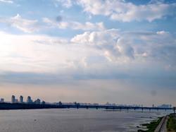 Красочный рассвет в Киеве над Днепровскими кручами (ФОТО)
