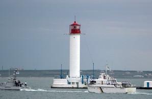 День флота: корабли ВМС Украины в грозовом море под Одессой (ФОТО)