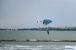 День флота в Одессе: парашютно-вертолетное авиашоу (ФОТО)