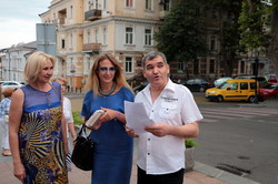 Одесса читает, Одессу читают: в городе растянулась цепь из тысячи людей с книгами (ФОТО)