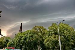 И грянул гром: непогода пришла в Одессу (ФОТО)