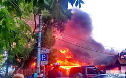 "В Одессе на Ланжероне горит ресторан ""Хуторок"""