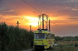 Вечер на одесском Хаджибее: невероятный закат и трамваи в камышах (ФОТО)