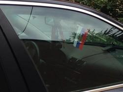 По городу-спутнику Одессы ездит автомобиль под российским триколором  (фотофакт)