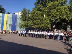 В Одессе на Думской площади тоже подняли государственный флаг (ФОТО)