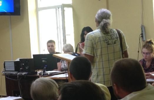 Обвиняемые по делу 2 мая одесские сепаратисты не узнают себя на фото- и видео-доказательствах