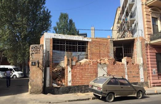 Застройщик Дома-стены в Одессе сдаваться не намерен (ФОТО)