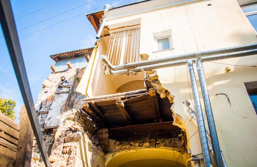 Подробности обрушения здания в центре Одессы: виноват нелегальный снос развалин по соседству (ФОТО)