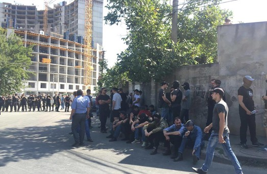 Во время драки в Одессе охранники незаконной стройки ранили активиста