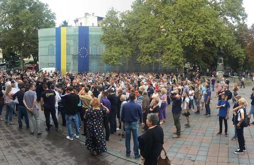 Стычки и драки под одесской мэрией: активисты пытаются прорваться на сессию горсовета (ФОТО, ВИДЕО)