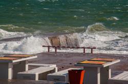 Осень в Одессе началась с шторма на Ланжероне (ФОТО)