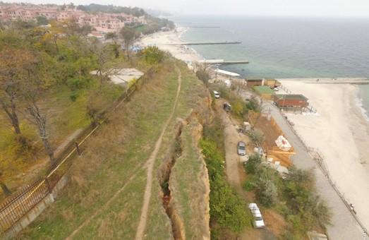 Одесские чиновники гадают над судьбой многолетней оползневой трещины на Фонтане