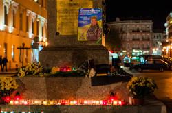 Одесситы у Дюка почтили память Амины Окуевой (ФОТО)