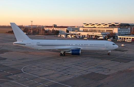 Одесский аэропорт заминирован: полиция проверяет версии