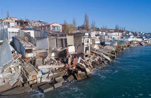 Эксперт по берегоукреплению предсказывает продолжение оползней в городе-спутнике Одессы