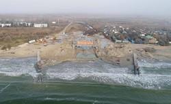 Шторм размывает строительство канала между Черным морем и Тилигульским лиманом (ФОТО)
