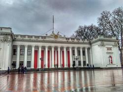 Массовых акций протеста перед Одесским горсоветом не получилось