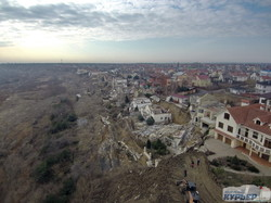 Город Черноморск сползает в море: для спасения ищут 150 миллионов (ФОТО, ВИДЕО)