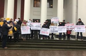 Под Одесским горсоветом уже митингуют (ФОТО)