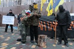 Под российским консульством в Одессе активисты сожгли чучело оккупанта (ФОТО)