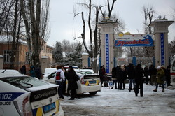 Захват одесского санатория: вооруженные люди не пускали начальника полиции (ФОТО, ВИДЕО)