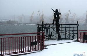На одесском морском вокзале бушует метель (ФОТО)