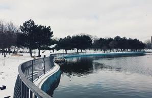 Заснеженная в конце марта Одесса: Аркадия и море (ФОТО)