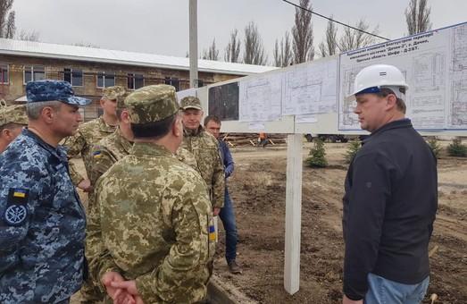 Министр обороны увидел большие сдвиги в строительстве «городка морпехов» в Одесской области