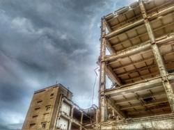 Апокалиптический пейзаж в центре Одессы: как сносят Чайную фабрику (ФОТО)