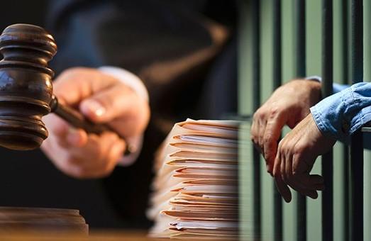 За взятку в 3 тысячи долларов бывший полицейский проведет 6 лет за решеткой