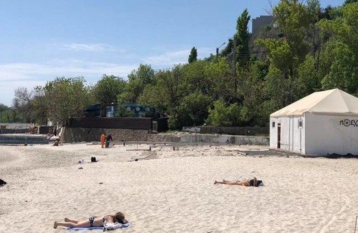Размещенный на пляже 10-й станции Фонтана МАФ немного сместят