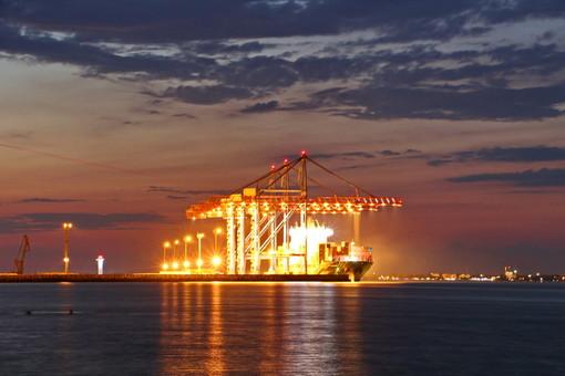 Фото дня: жизнь в Одесском порту не затихает ни на минуту
