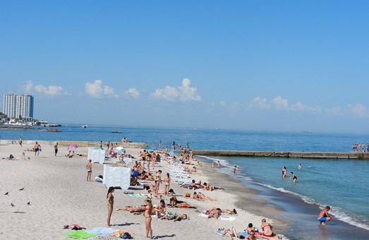 Крупных одесских чиновников заставляют начинать рабочий день на пляже