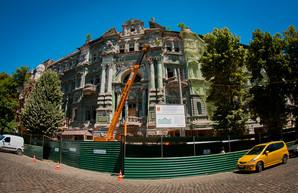 Ремонт дома Руссова уже начался: что делают и что будут делать (ФОТО)