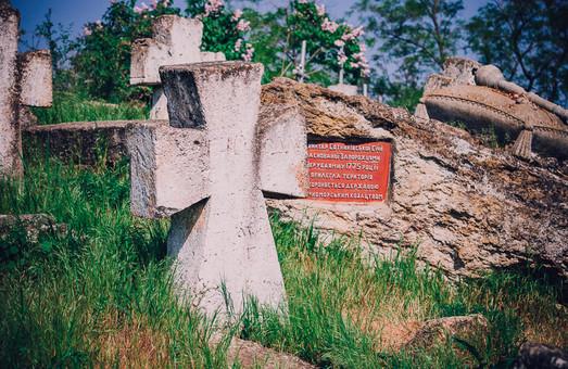 Вблизи Одессы разрушаются старинные казацкие некрополи
