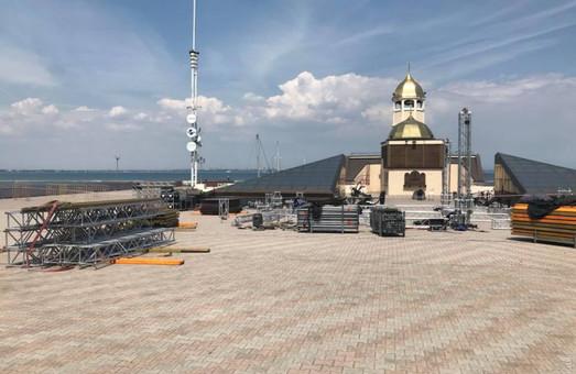 Концертная площадка на Морвокзале Одессы готовится к приему больших звезд эстрады