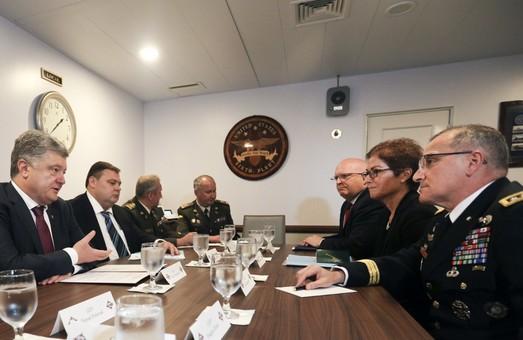В Одессе Президент Украины встретился с Главкомом США в Европе генералом Кертисом Скапаротти