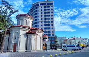 Фото дня: в бывшем одесском санатории Верховной Рады церковь соседствует с мечетью