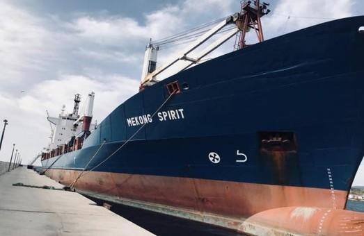 Моряки с арестованного в Греции судна через 14 месяцев вернулись в Одессу