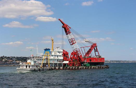 В порту Черноморск началась реализация нового крупного дноуглубительного проекта АМПУ