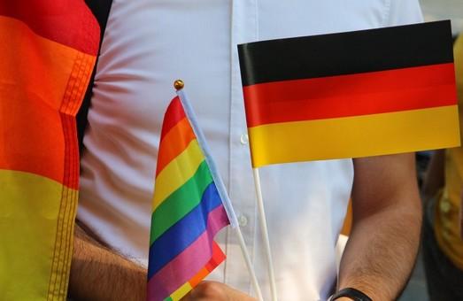 По Одессе прошел гей-парад: 800 полицейских и двое задержанных