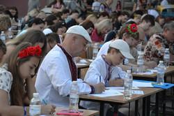 На массовый диктант по украинскому языку пришло несколько сотен одесситов и гостей города