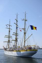 Курсанты Одесской морской академии практикуются на учебных военных кораблях Португалии и Румынии