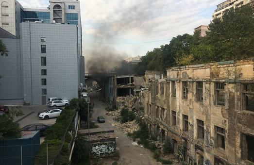В центре Одессы горел заброшенный ночной клуб (ФОТО)