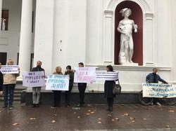 Перед одесским горсоветом протестуют против застройки санаториев (ФОТО)