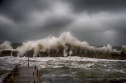 У одесских берегов бушует жестокий шторм (ФОТО, ВИДЕО)