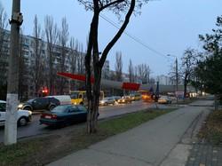 По Одессе провезли огромную лопасть ветрогенератора (ФОТО)